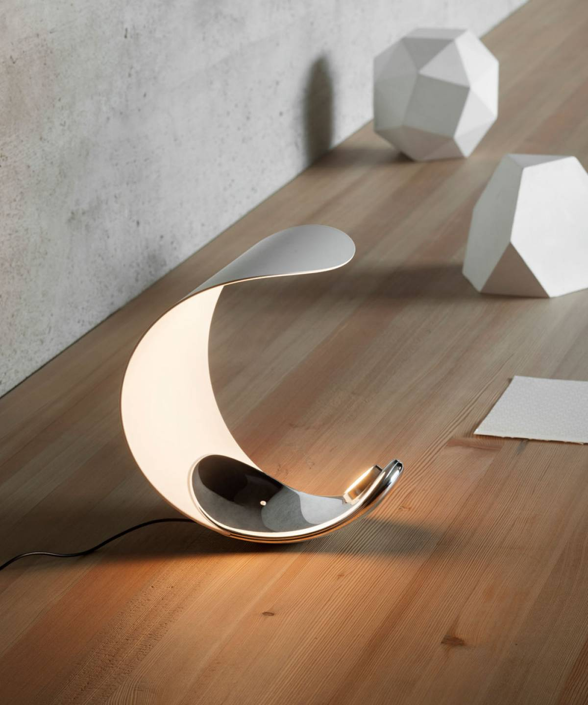 Curl table lamp Luceplan